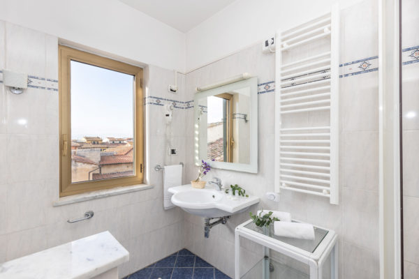 hotel-tazza-d-oro-toilet1