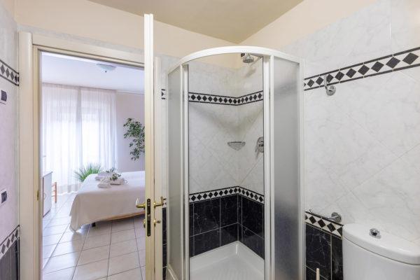 hotel-tazza-d-oro-toilet4